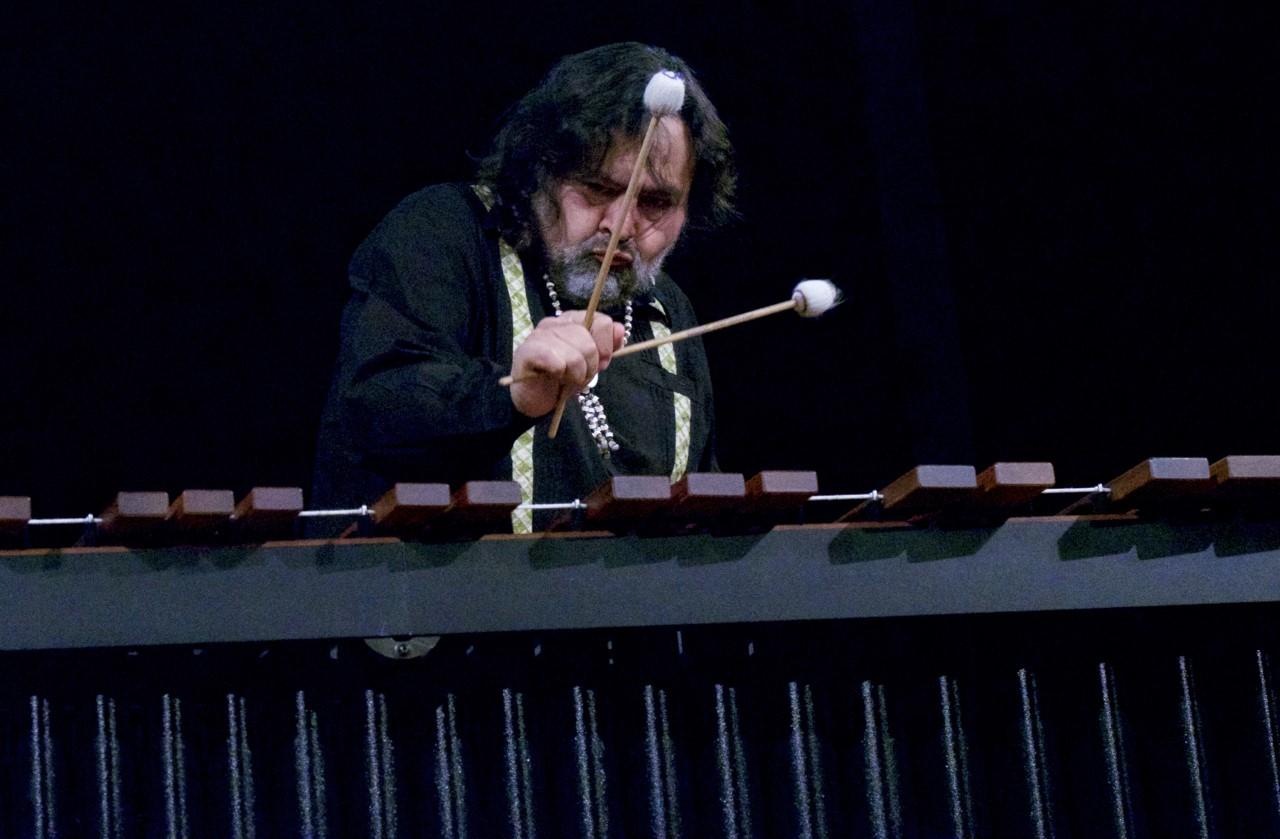 El gran marimbista mexicano Javier Nandayapa participó del Festival Internacional de Percusión organizado por el grupo Dakel de Chile